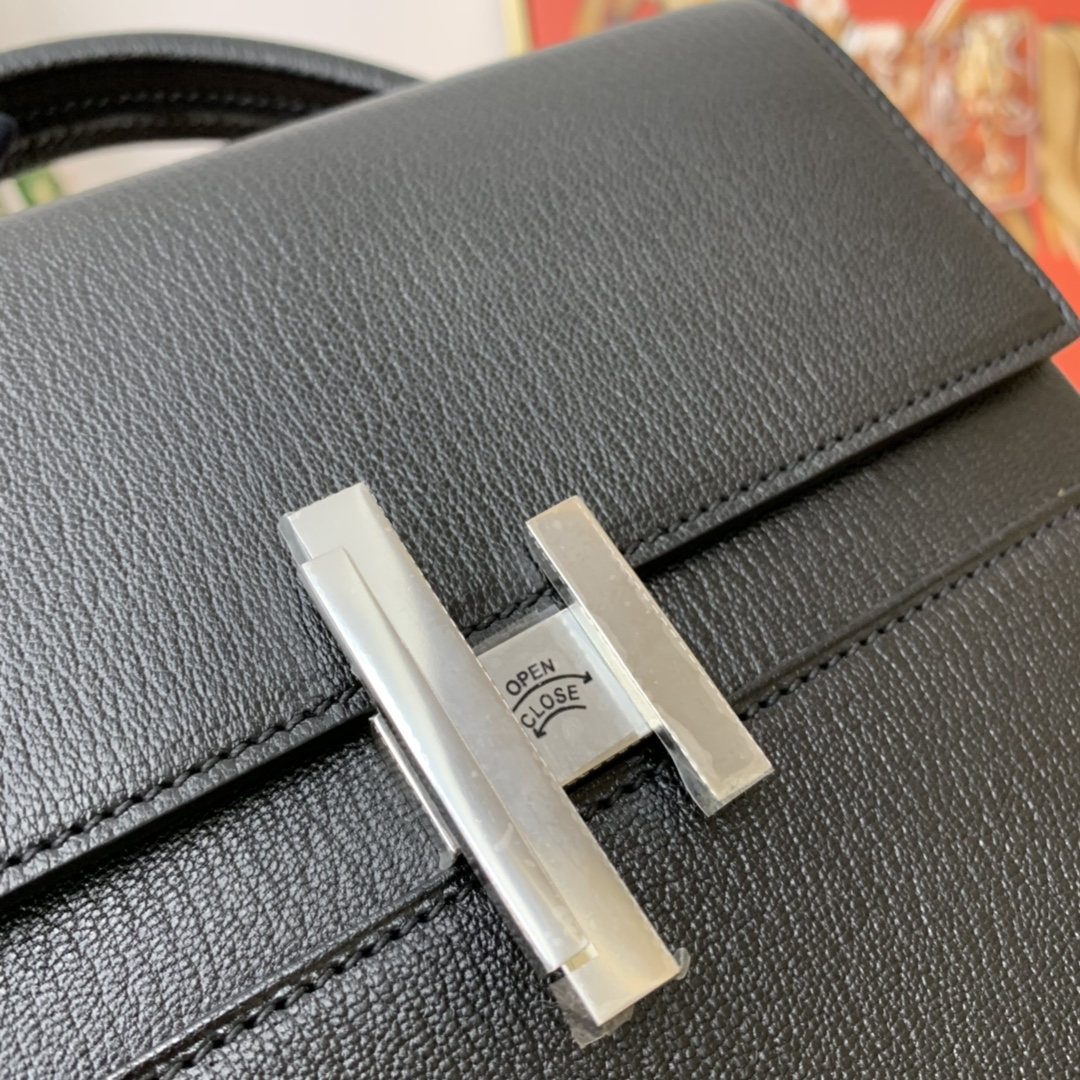 爱马仕 cinhetic 18cm 盒子包  chevre mysore 山羊皮 黑色内拼电光蓝 超级有气质