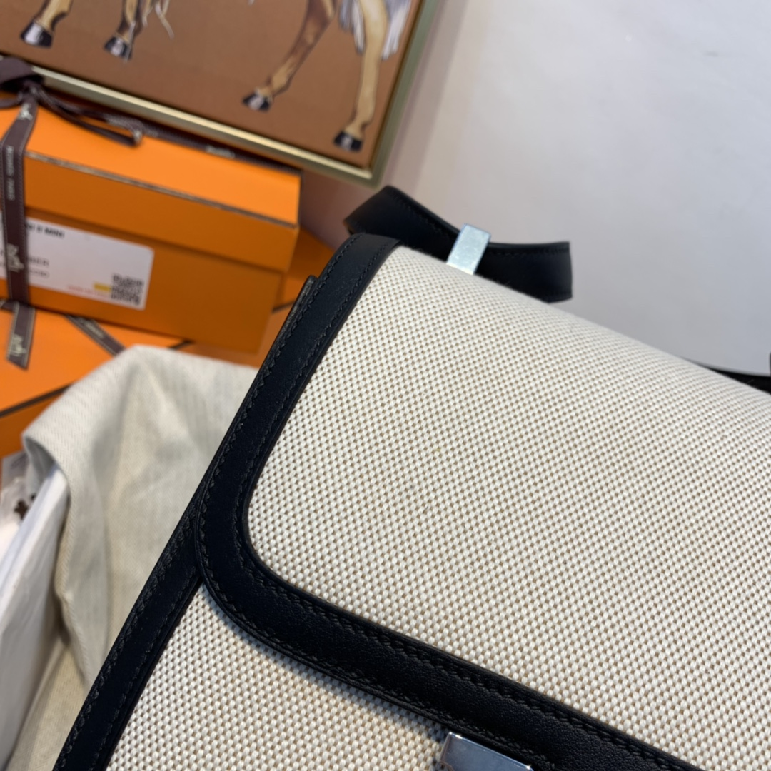 爱马仕 constance 24cm  非常轻 很能装 后面还有个口袋方便放手机  帆布拼swift 89黑色 银扣