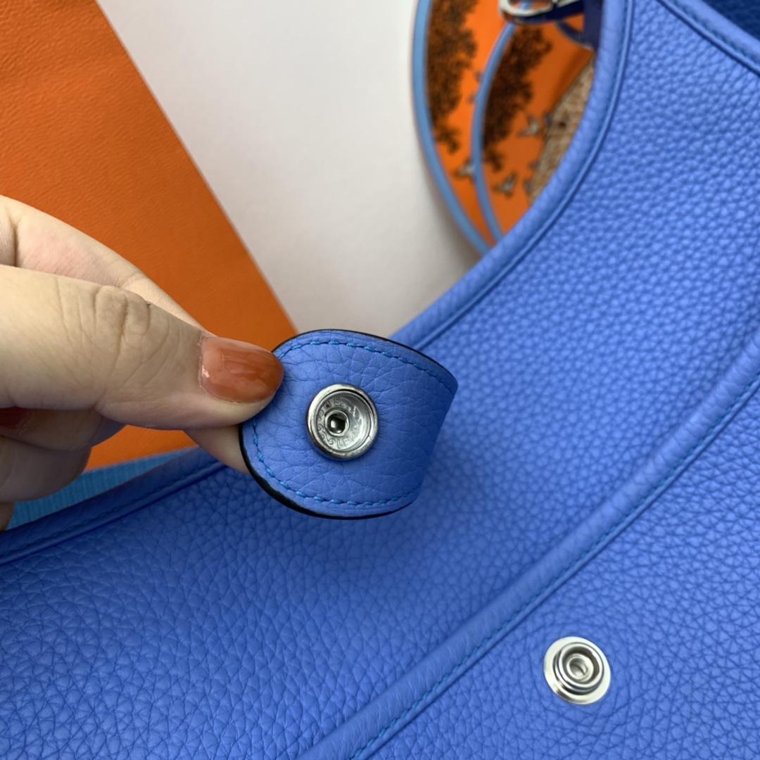HERMES Evelyn 29cm 斜挎包通勤背最合适不过 英伦风十足 Clemence大牛皮  2T天堂蓝 是个很有魅力的颜色