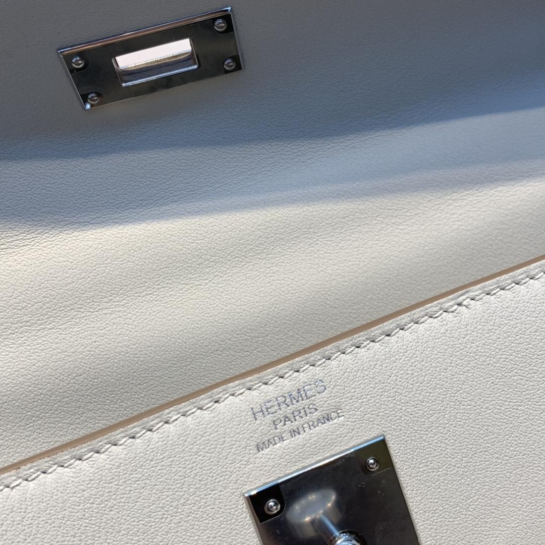 HERMES 爱马仕 Kelly lakis Swift 皮 80 珍珠灰 前面两个口袋,后面一个大口袋,赋予了kelly 不一样的生命力