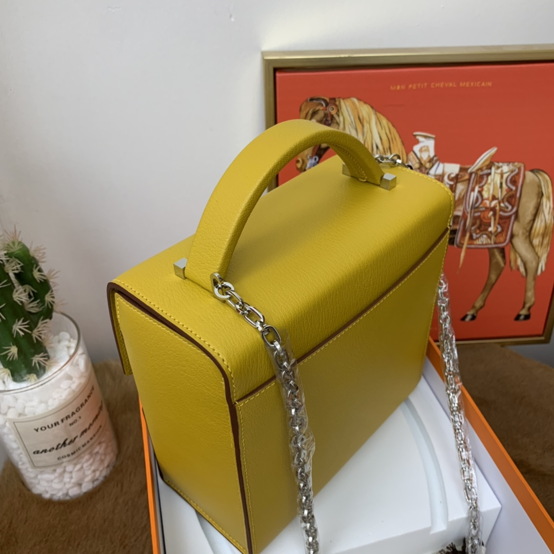 爱马仕 cinhetic 18cm 盒子包  chevre mysore 山羊皮 9D琥珀黄 招财黄 超级有气质