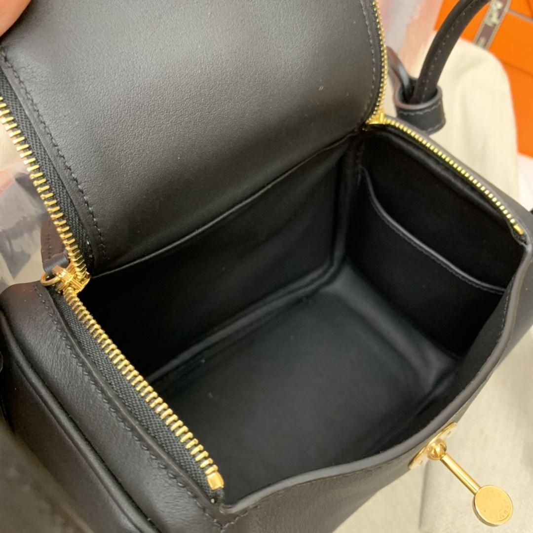 爱马仕 高颜值的 mini Lindy 上身好看又百搭,小小包大容量 正品开版 放心购买 ,在我这里花小钱就可以买到跟ZP一样的品质 Swift 皮 89 黑色 金扣