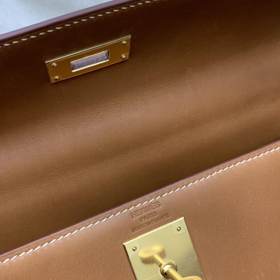 HERMES 爱马仕官网同步 kelly 32cm Barenia 马鞍皮 特殊刻印 最稀有也是最值得入手的普皮 有自有修复功能、 马鞍色  金扣