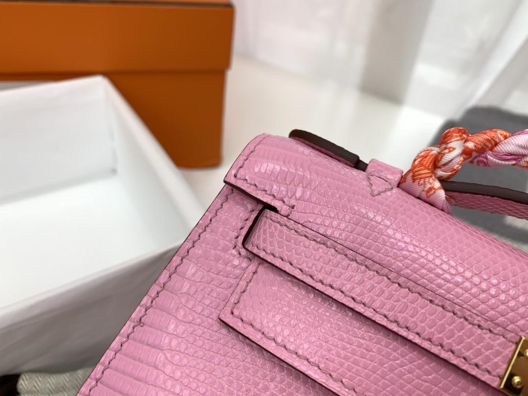 爱马仕香港官网 Kelly pochette   可盐可甜   西班牙 lizard 蜥蜴 5P樱花粉  金扣 会有种温柔到心都化了的感觉