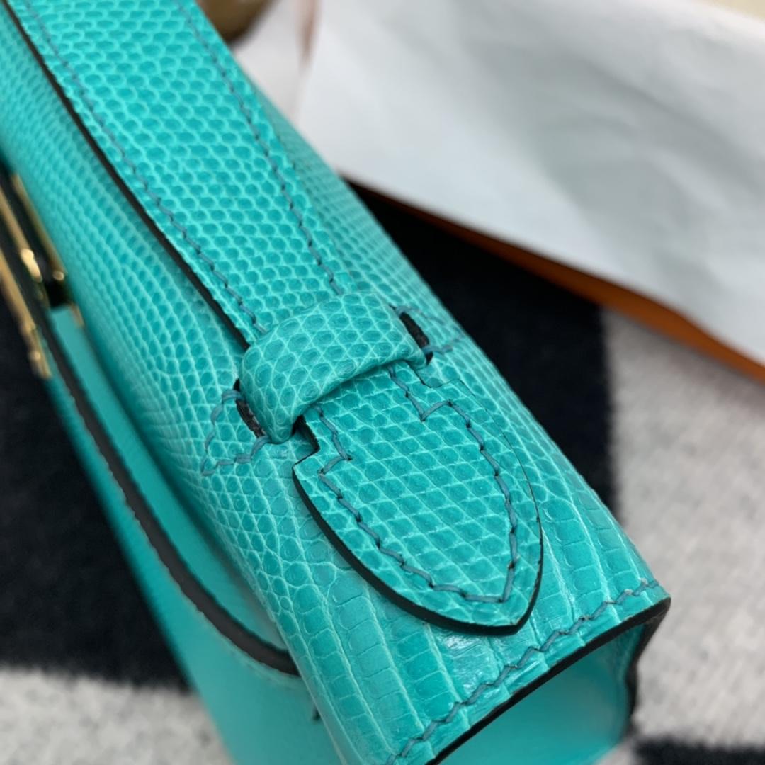 爱马仕香港官网   Kelly pochette   可盐可甜   西班牙 lizard 蜥蜴 7V湖水绿 金扣 这个颜色很特别 值得挑战一下