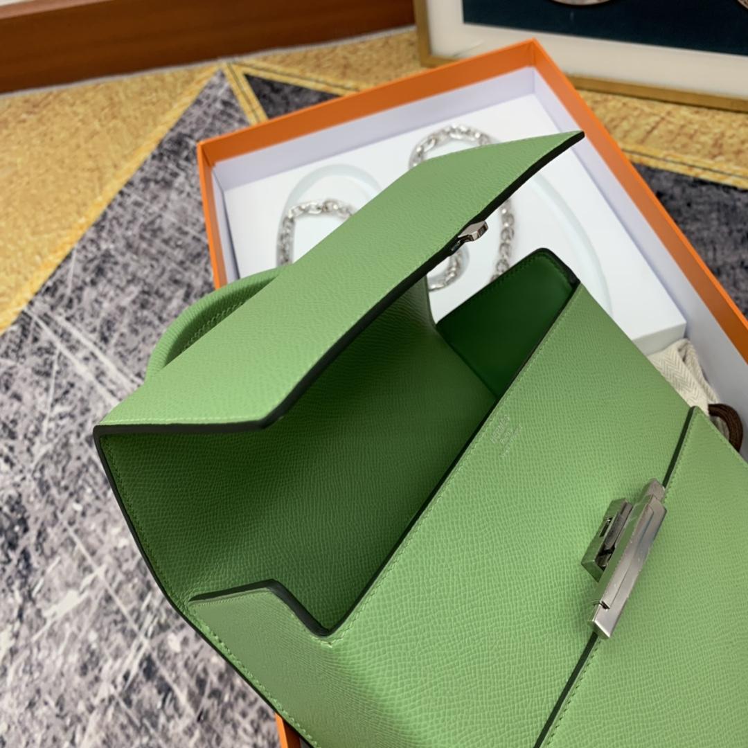 HERMES ccinhetic 18cm 盒子包   Epsom 皮 新设计的H不规则扣非常精细特别,备受它人瞩目的焦点  3i 牛油果绿