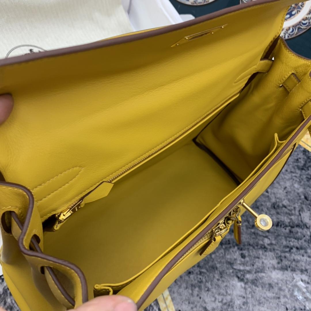 香港爱马仕官网 lakis 32cm 凯利双拉  swift皮 9D 琥珀黄 金扣  个性酷到不行