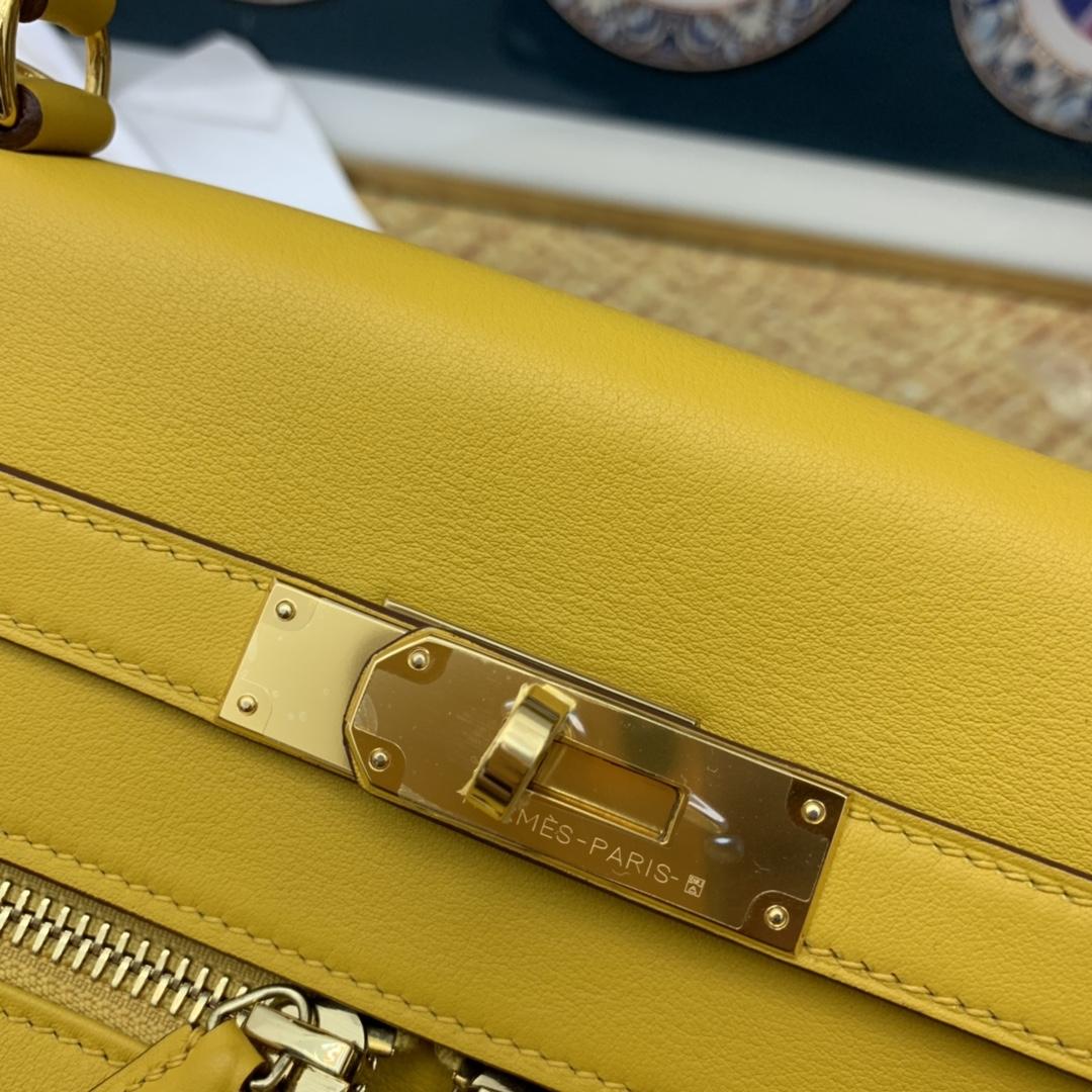 香港爱马仕官网 Kelly lakis  Swift 皮  前面两个口袋,后面一个大口袋,赋予了kelly 不一样的生命力 帅极了[得意][得意] 包带不同于kelly 的细长包带,做成宽肩带,用起来舒适度更高  9D 琥珀黄