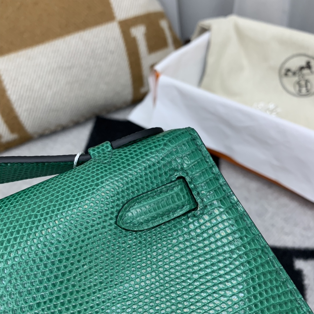 爱马仕香港官网 Kelly pochette   可盐可甜   西班牙 lizard 蜥蜴 Z6-孔雀绿 金扣 年轻活力的颜色 、超耐看