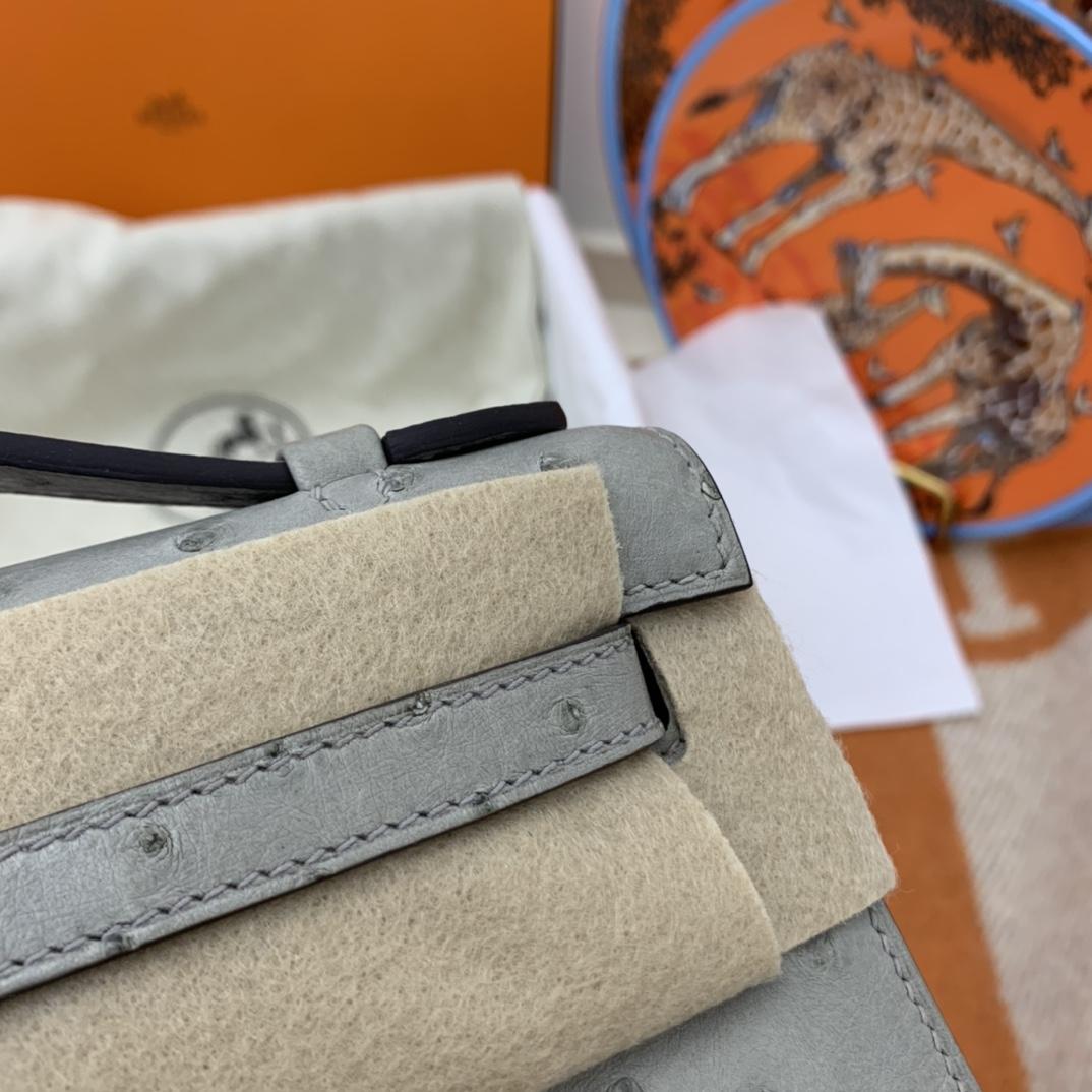 Hermes 22 Kelly pochette一代  稀有鸵鸟皮 手包晚宴包的首选,高级范 配上猪鼻子链子秒变小挎包哦  4Z 海鸥灰 秋冬最好搭配的灰色系