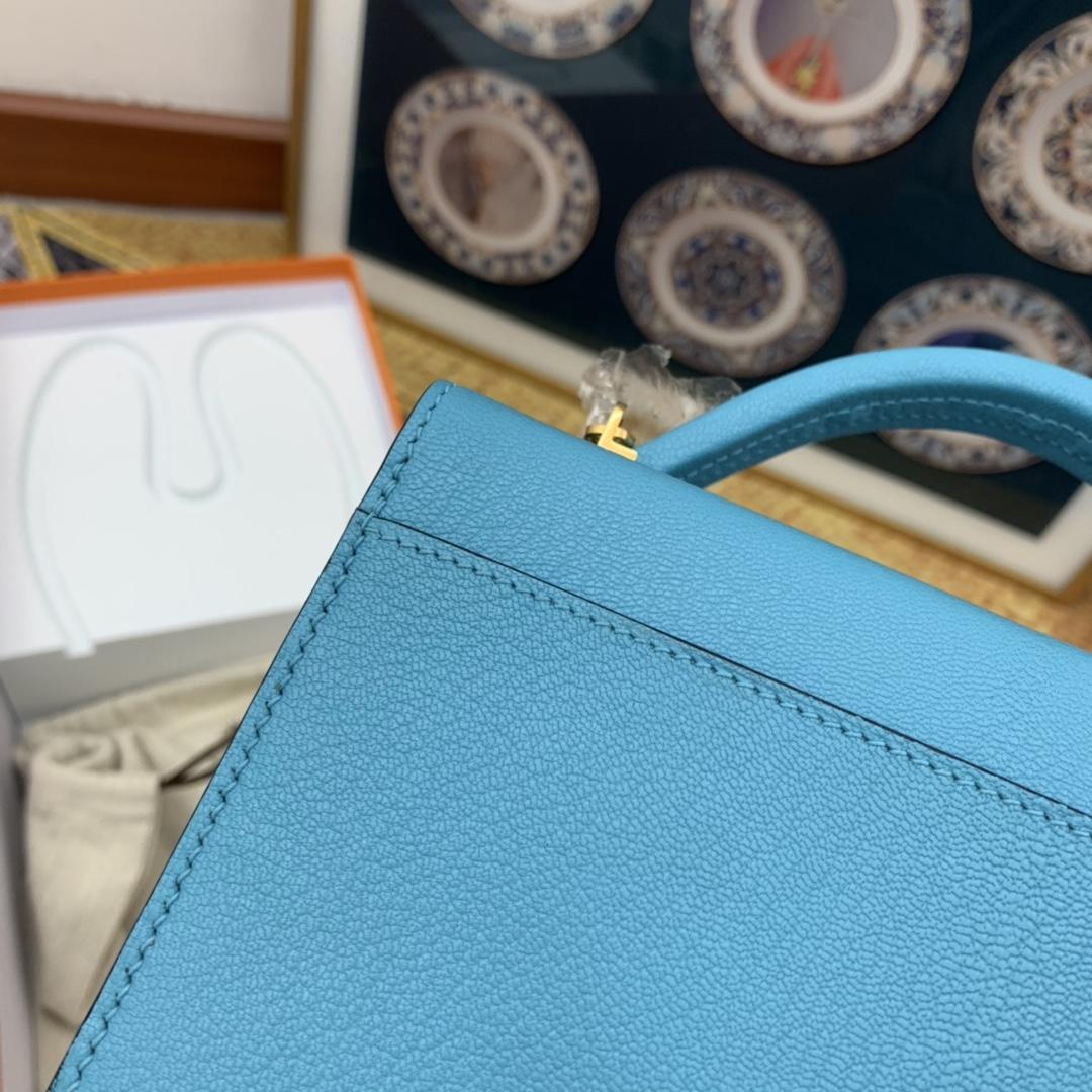 HERMES ccinhetic 18cm 盒子包 Epsom 皮 新设计的H不规则扣非常精细特别,备受它人瞩目的焦点 P3 北方蓝 金扣