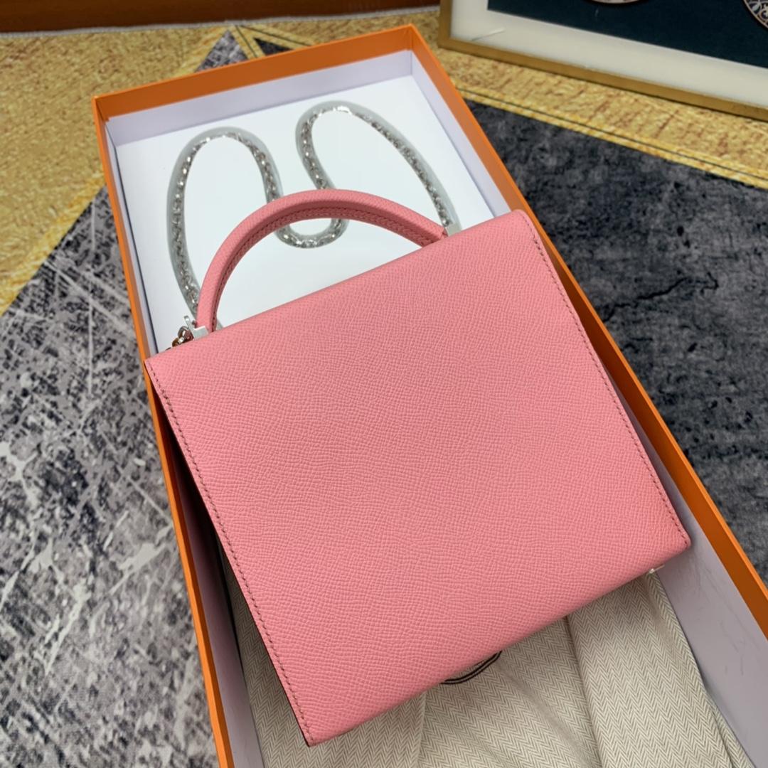 HERMES ccinhetic 18cm 盒子包   Epsom 皮 新设计的H不规则扣非常精细特别,备受它人瞩目的焦点  1Q 奶昔粉