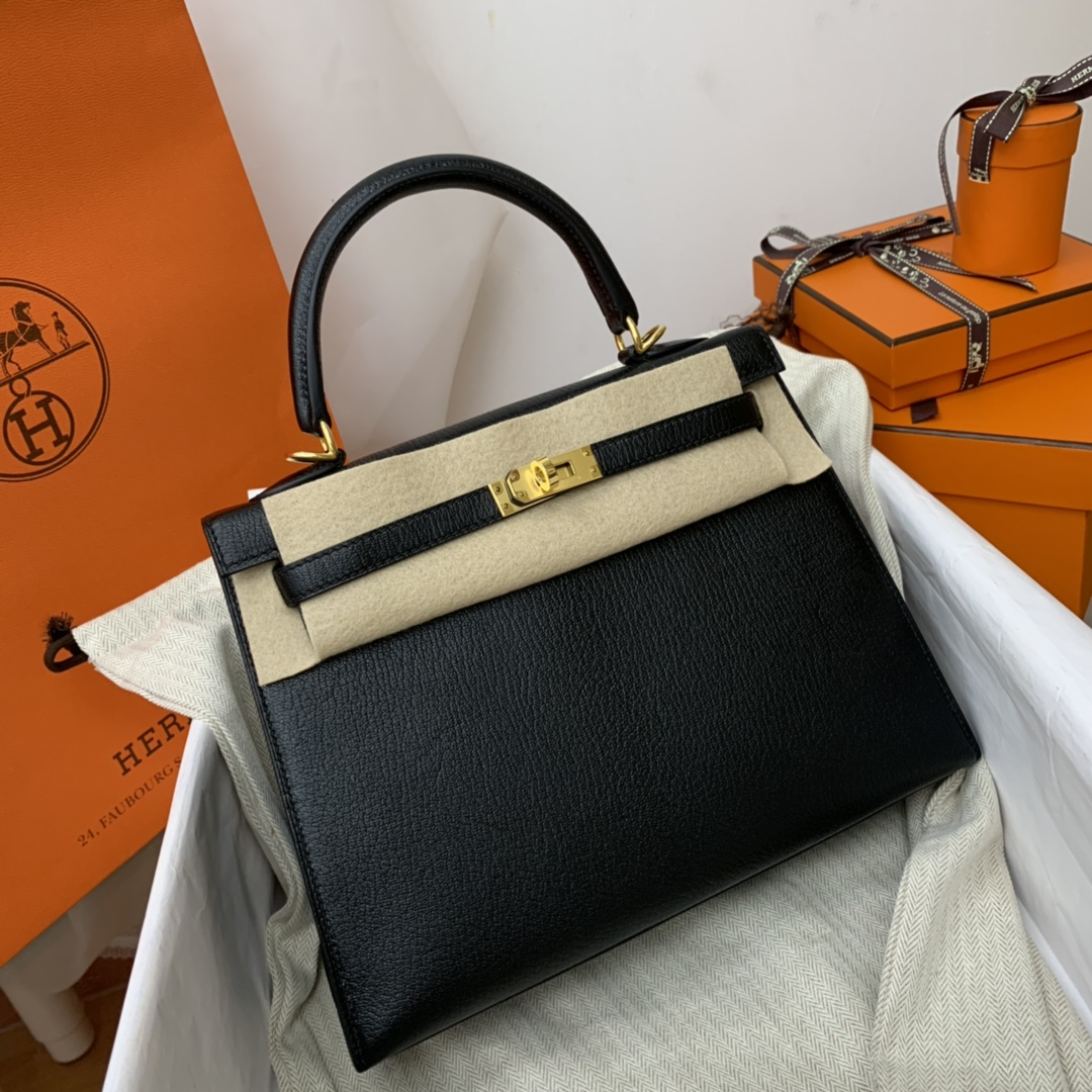 HERMES 爱马仕  kelly 25  chevre mysore 山羊皮、越用越亮的皮! 89黑色金扣 黑还是配金扣高级!