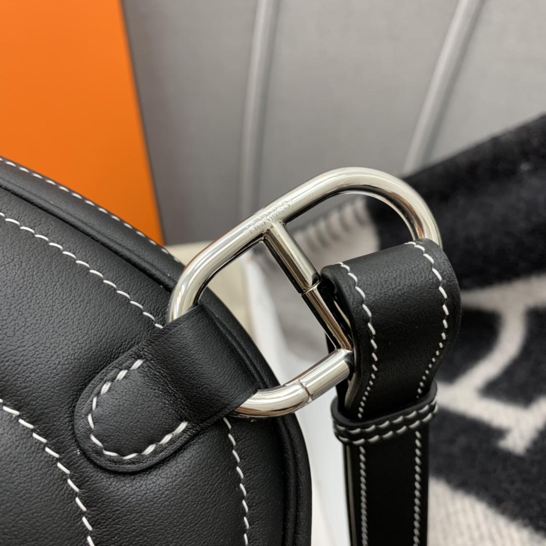 香港爱马仕官网 订单出货 Hermes In-the-Loop休闲款猪鼻子腰包 性价比超高 Swift 黑色