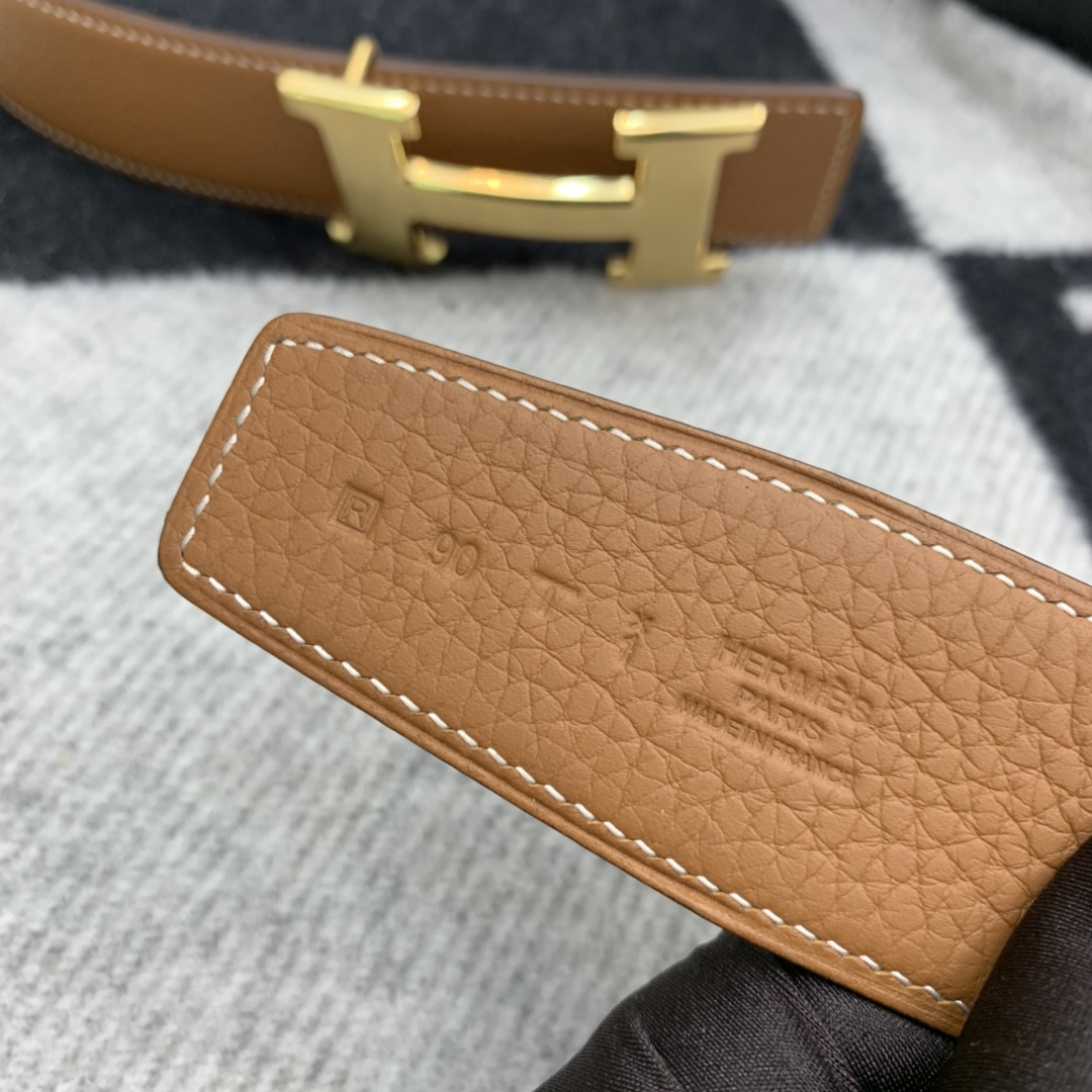 H双面皮带 简单大方,最经典的拉丝H扣 比较耐磨,不挑年龄,大气奢华 商务休闲都非常合适 百搭(送男士礼物 首选哦)