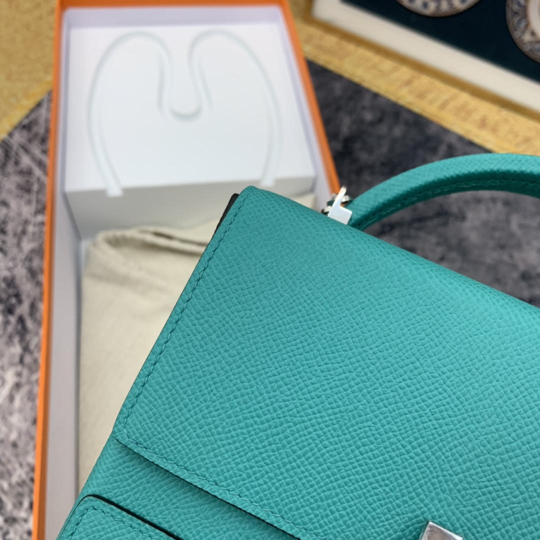 HERMES ccinhetic 18cm 盒子包   Epsom 皮 新设计的H不规则扣非常精细特别,备受它人瞩目的焦点  U1 维罗纳绿