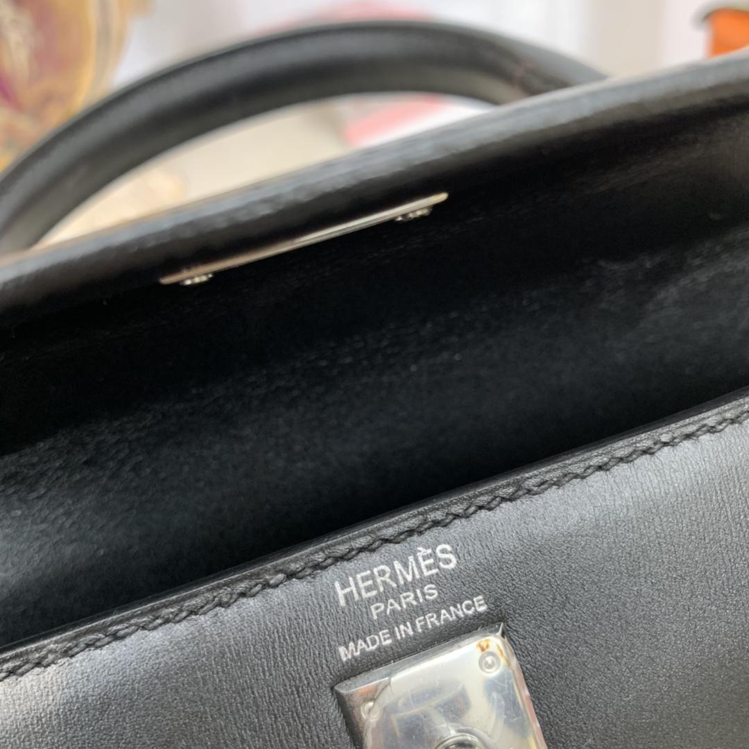 香港爱马仕官网 kelly 25cm  box皮莫名就有一种高级感  89黑色 银扣