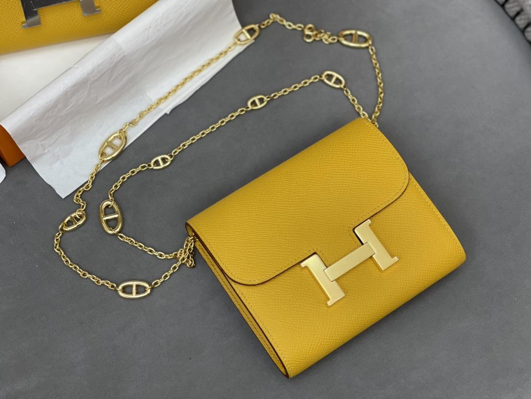 爱马仕 Constance compact 腰包 钱包背后做成了可以穿过腰带或皮带的皮搭 Epsom 9D琥珀黄Jaune Amber 金银扣