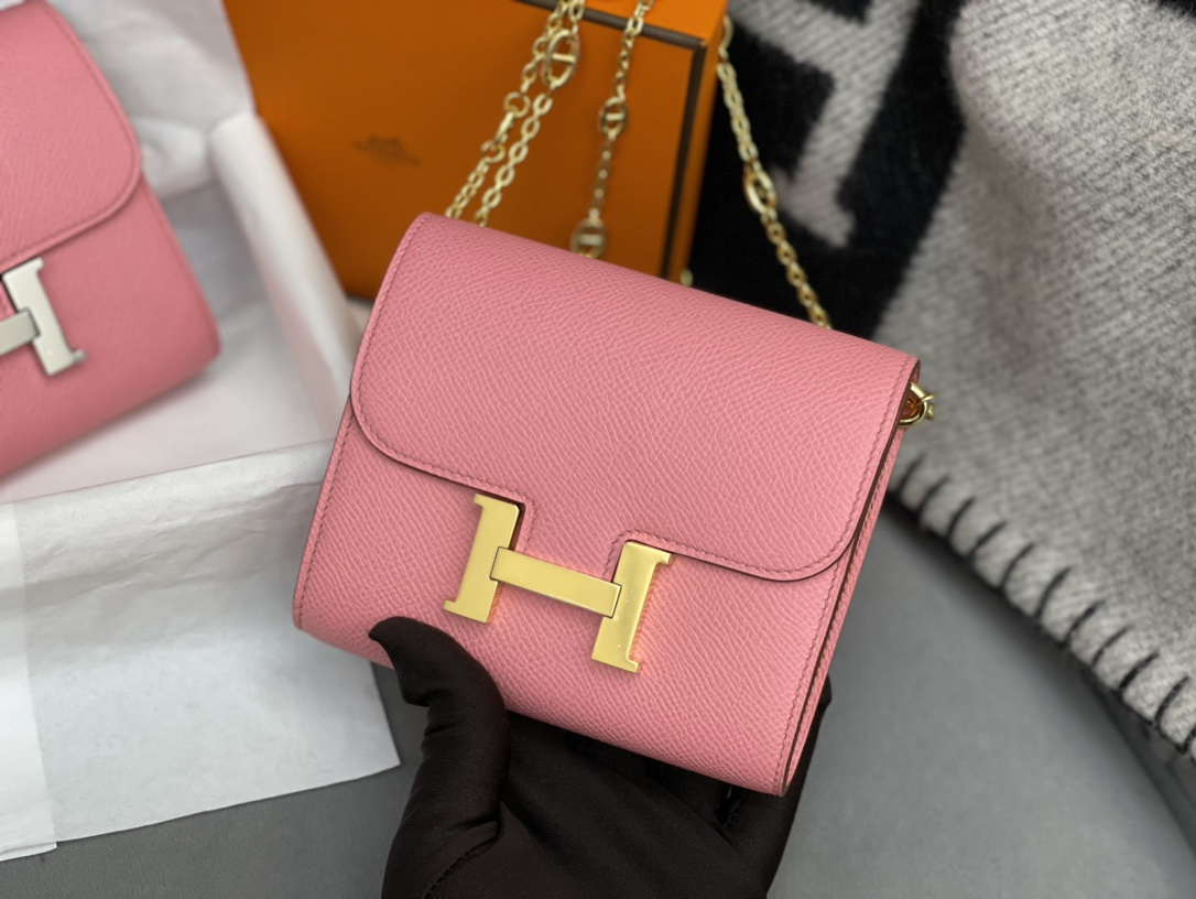爱马仕 Constance compact 腰包 钱包背后做成了可以穿过腰带或皮带的皮搭 Epsom 1Q 奶昔粉 Rose Confetti 金银扣 正品开版