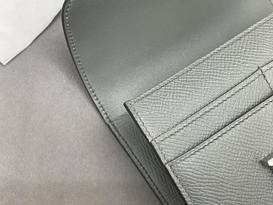 HERMES Constance compact 腰包 钱包背后做成了可以穿过腰带或皮带的皮搭 出街更方便了 Epsom  63杏绿 vert Criquet 银扣 正品开版