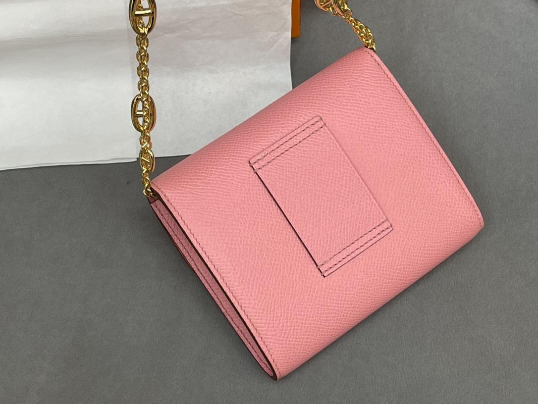 爱马仕 Constance compact 腰包 钱包背后做成了可以穿过腰带或皮带的皮搭 Epsom 1Q 奶昔粉 Rose Confetti金扣