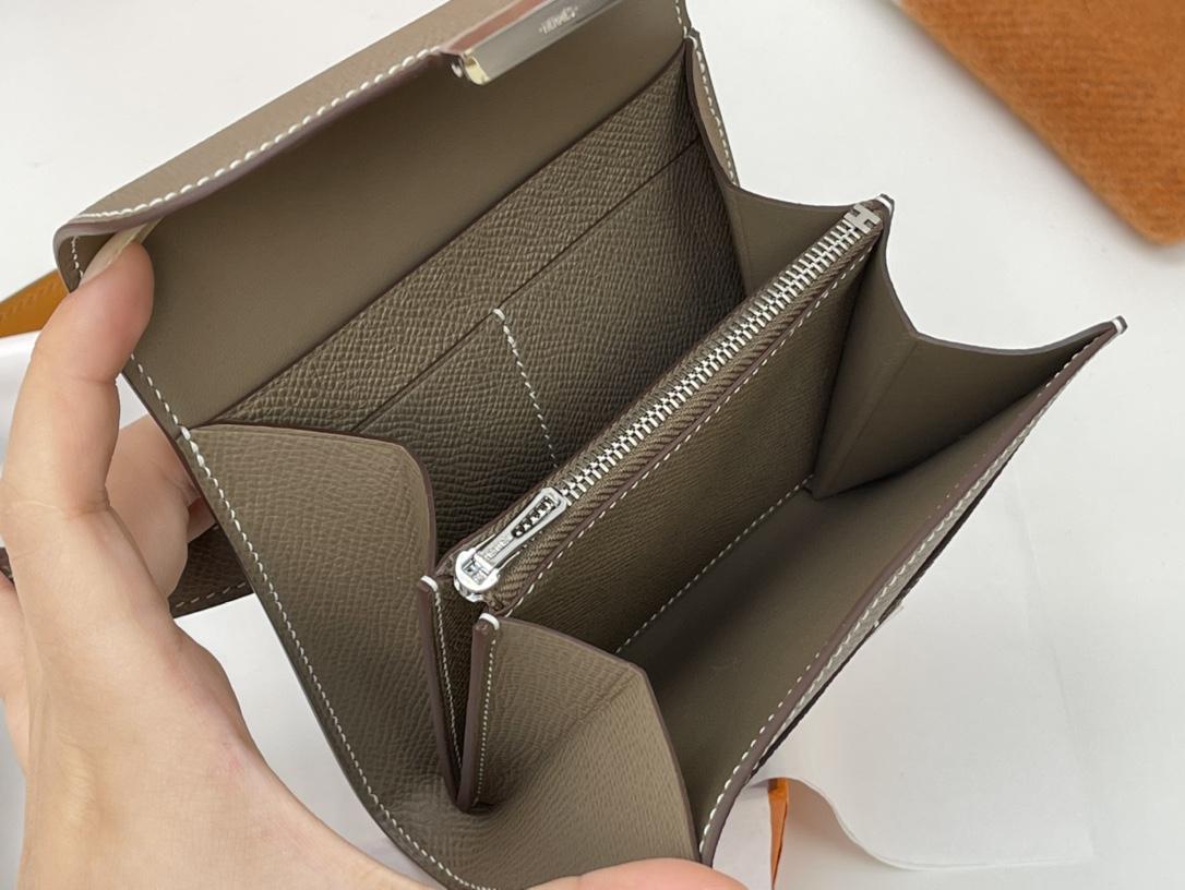 爱马仕 Constance compact 腰包 钱包背后做成了可以穿过腰带或皮带的皮搭 Epsom 18大象灰 Etoupe 银扣