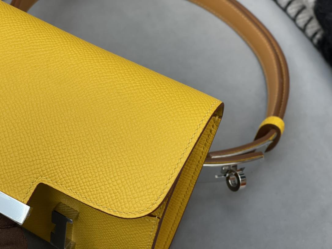 爱马仕 Constancecompact腰包 钱包背后做成了可以穿过腰带或皮带的皮搭 Epsom 9D琥珀黄Jaune Amber 银扣