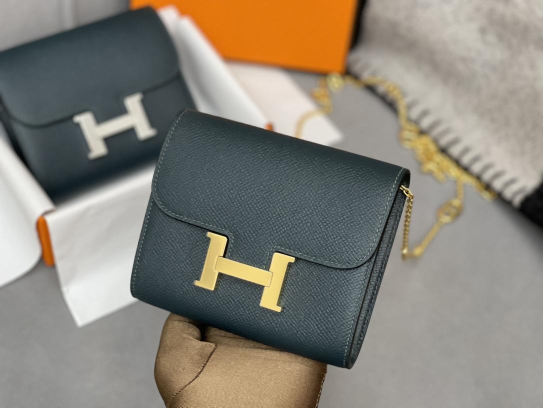爱马仕 Constance compact 腰包 钱包背后做成了可以穿过腰带或皮带的皮搭 Epsom 6O松柏绿 Vert Cypres 金扣
