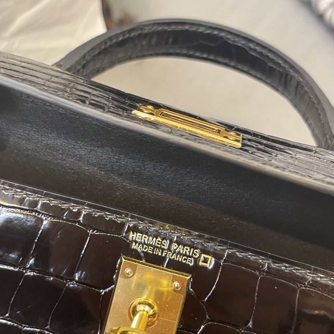 爱马仕 Mini kelly 二代 亮面 89黑  金扣 美洲 刻方块 这光泽 超时尚