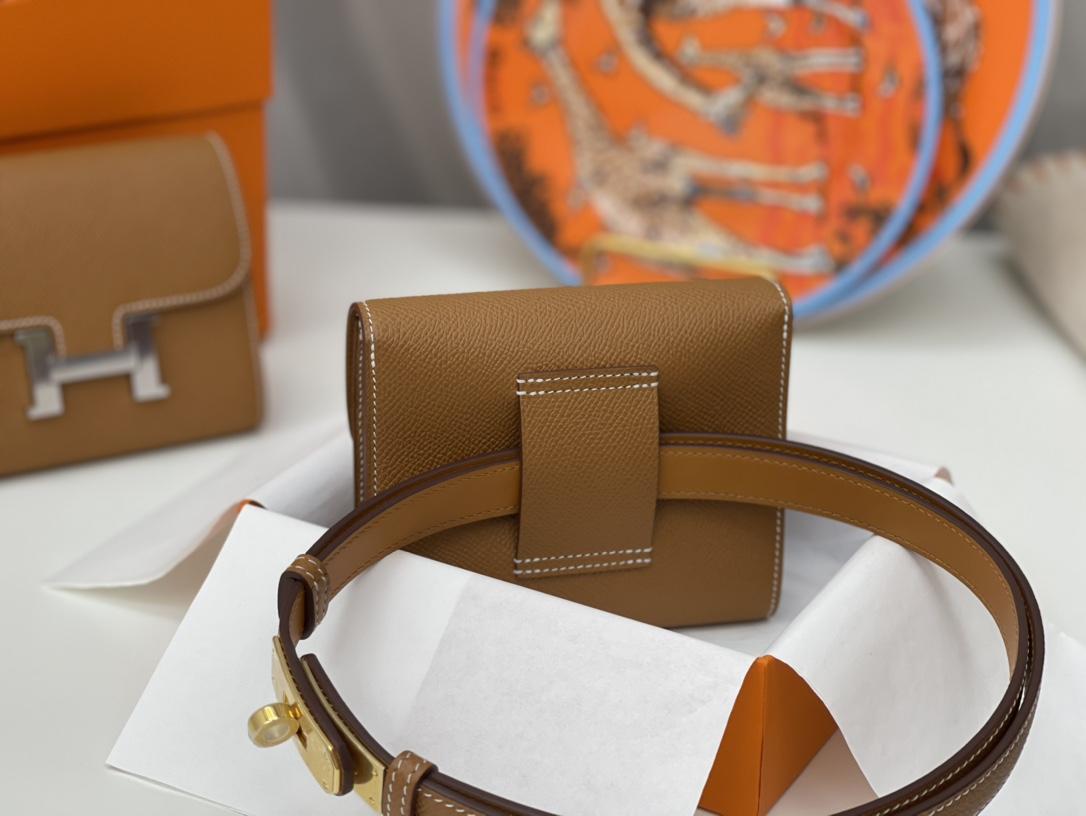 爱马仕 Constance compact 腰包 钱包背后做成了可以穿过腰带或皮带的皮搭 Epsom 37土黄 gold 金扣