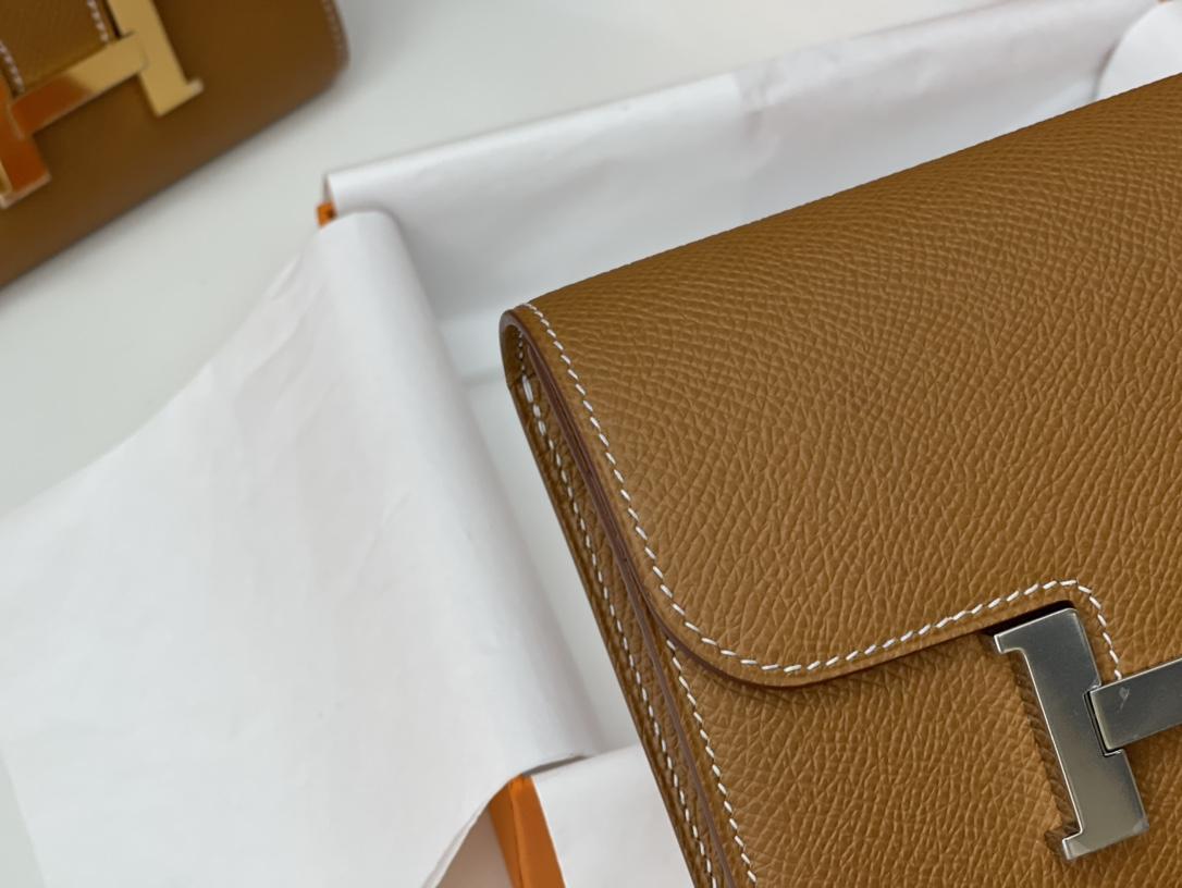 爱马仕 Constance compact 腰包 钱包背后做成了可以穿过腰带或皮带的皮搭 Epsom 37土黄 gold 银扣