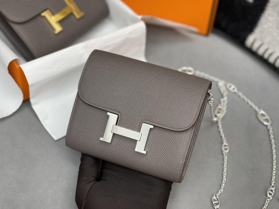 爱马仕 Constance compact 腰包 钱包背后做成了可以穿过腰带或皮带的皮搭 Epsom 8F 锡器灰 Erain 银扣