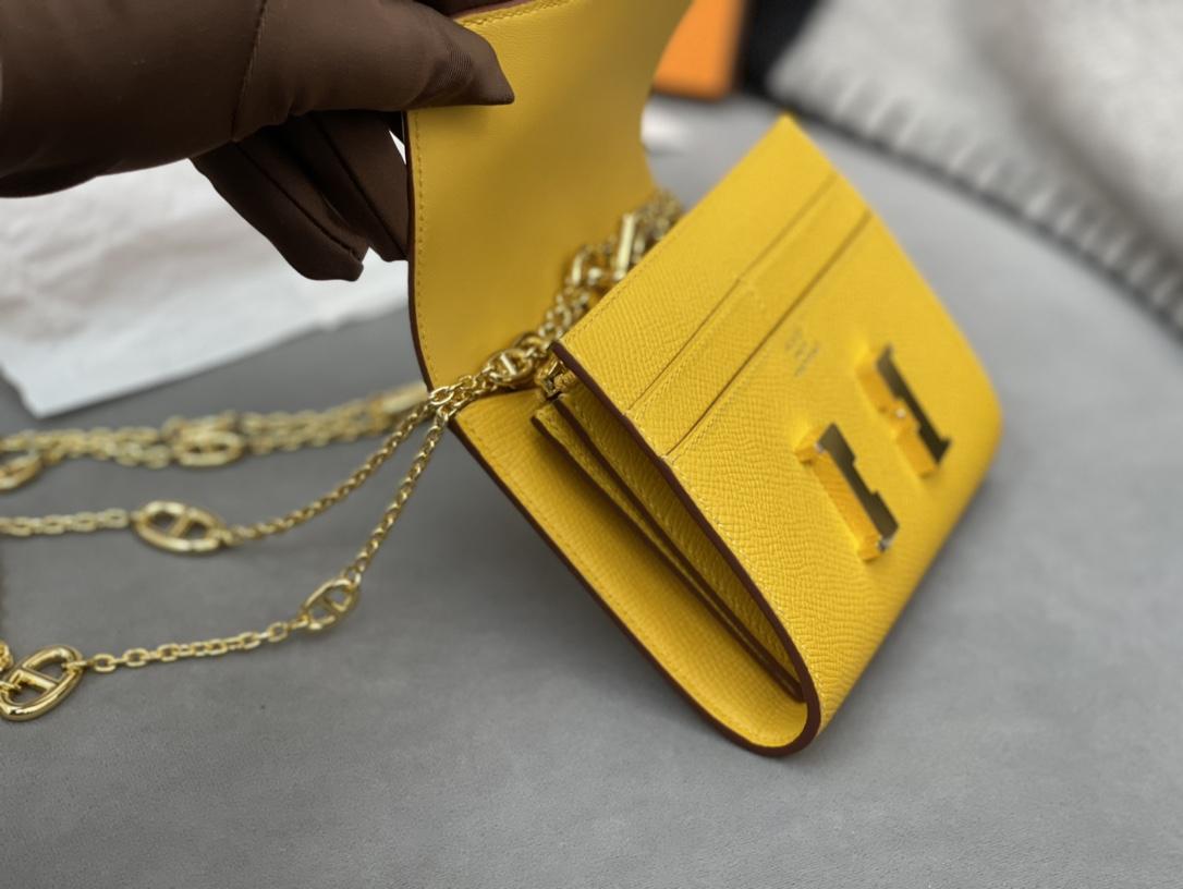 爱马仕 Constancecompact腰包 钱包背后做成了可以穿过腰带或皮带的皮搭 Epsom 9D琥珀黄Jaune Amber 金扣