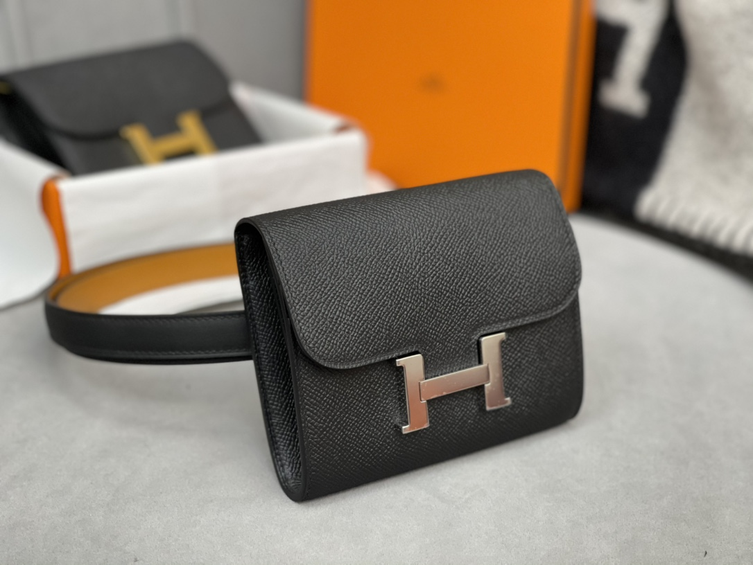 爱马仕 Constance compact 腰包 钱包背后做成了可以穿过腰带或皮带的皮搭 Epsom 89黑色Noir 银扣