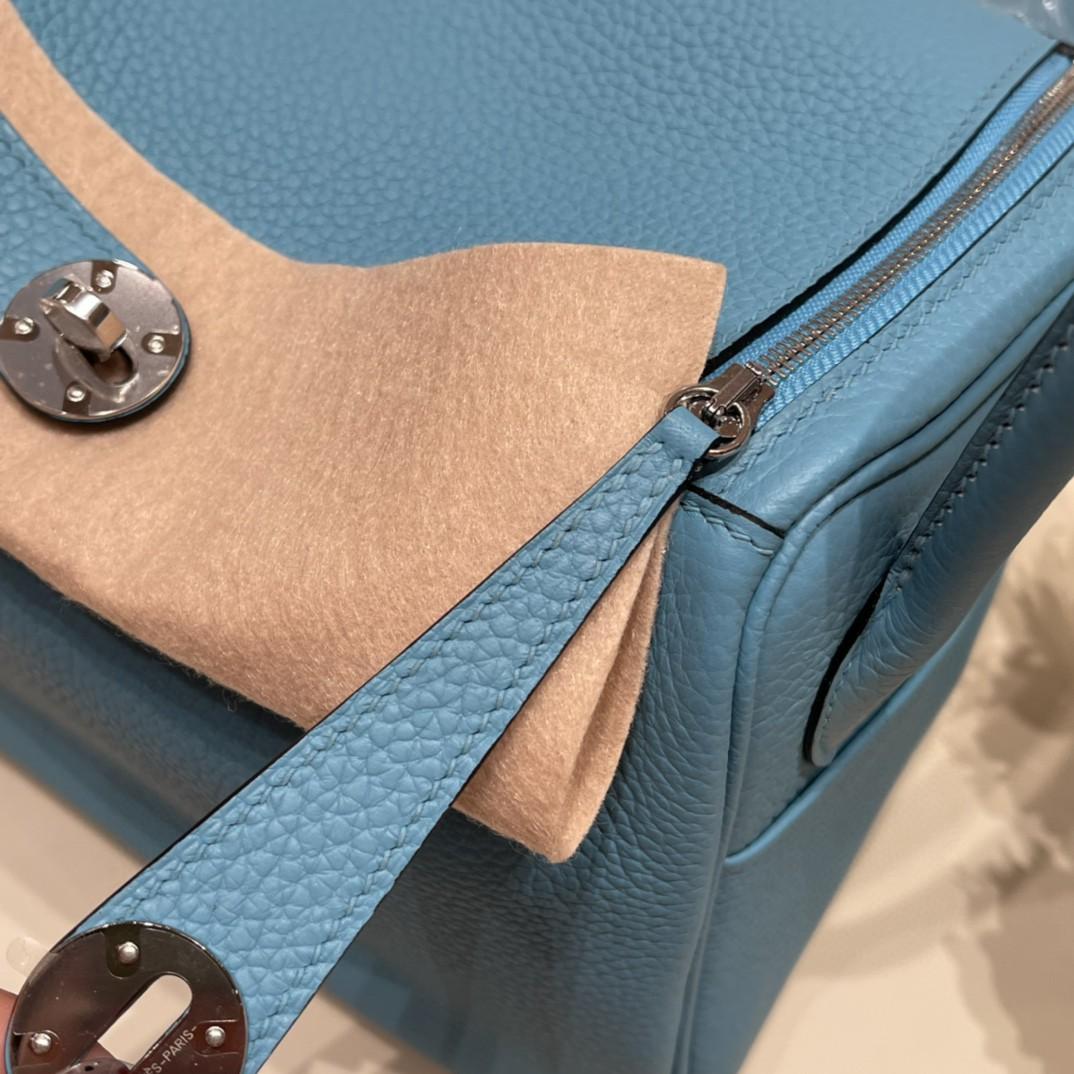 爱马仕 26Lindy 大容量包包,通勤又日常 Clemence 皮  P3 北方蓝 银扣