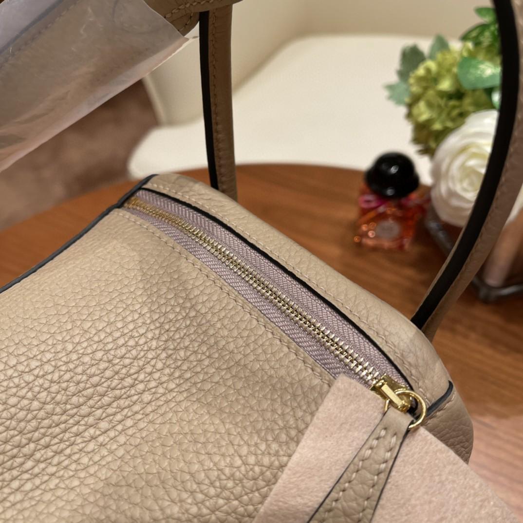 爱马仕 26Lindy 大容量包包,通勤又日常 Clemence 皮  S2 风衣灰金扣