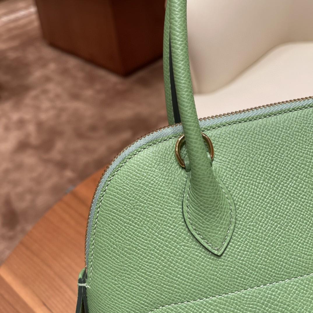 HERMES bolide 保龄球包 最典雅的包袋,H家第一款有拉链的包,安全感满满的 ,简洁,容量也不在话下 3i 牛油果绿 金扣