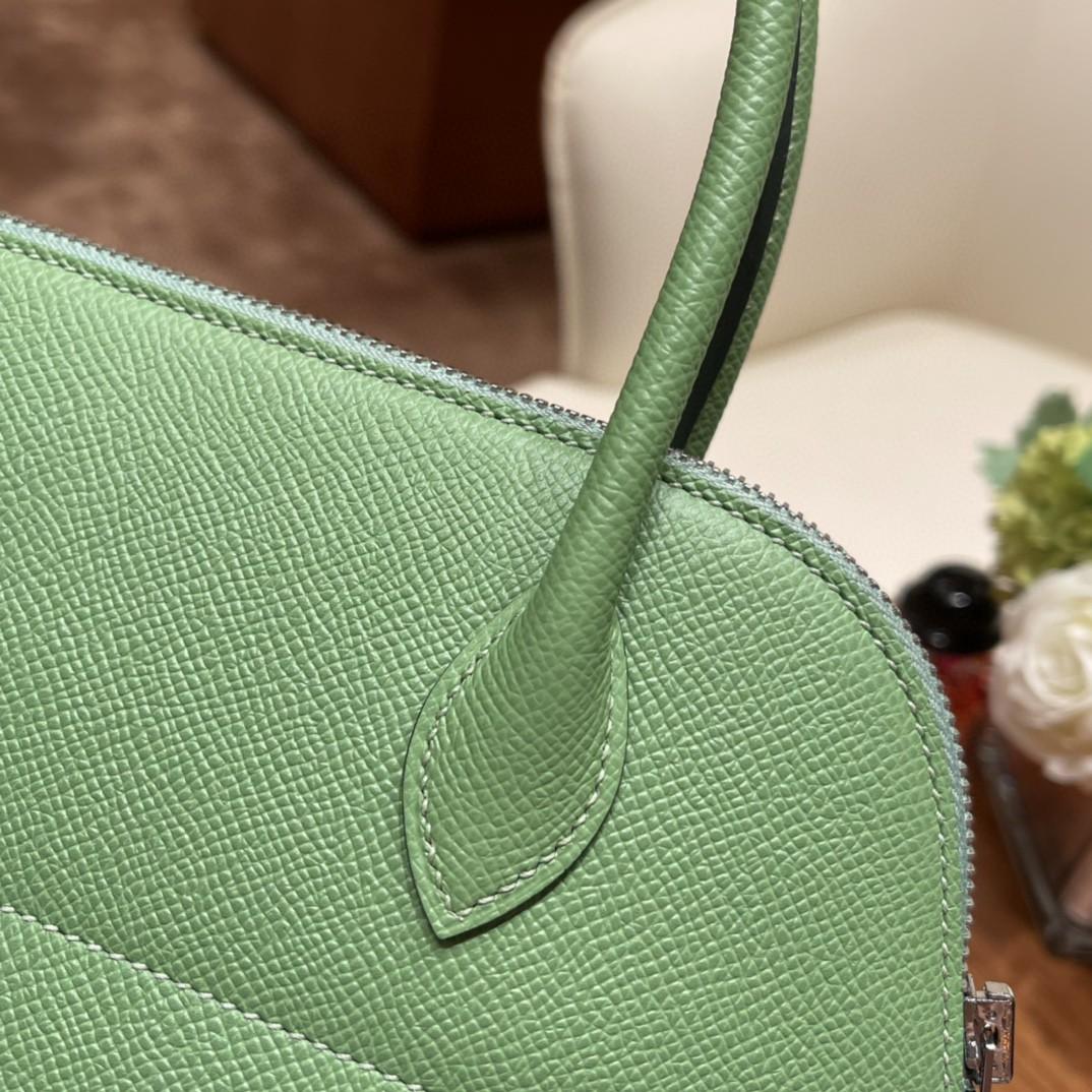 HERMES bolide 保龄球包 最典雅的包袋 H家第一款有拉链的包 安全感满满的  简洁 容量也不在话下 3i 牛油果绿 银扣