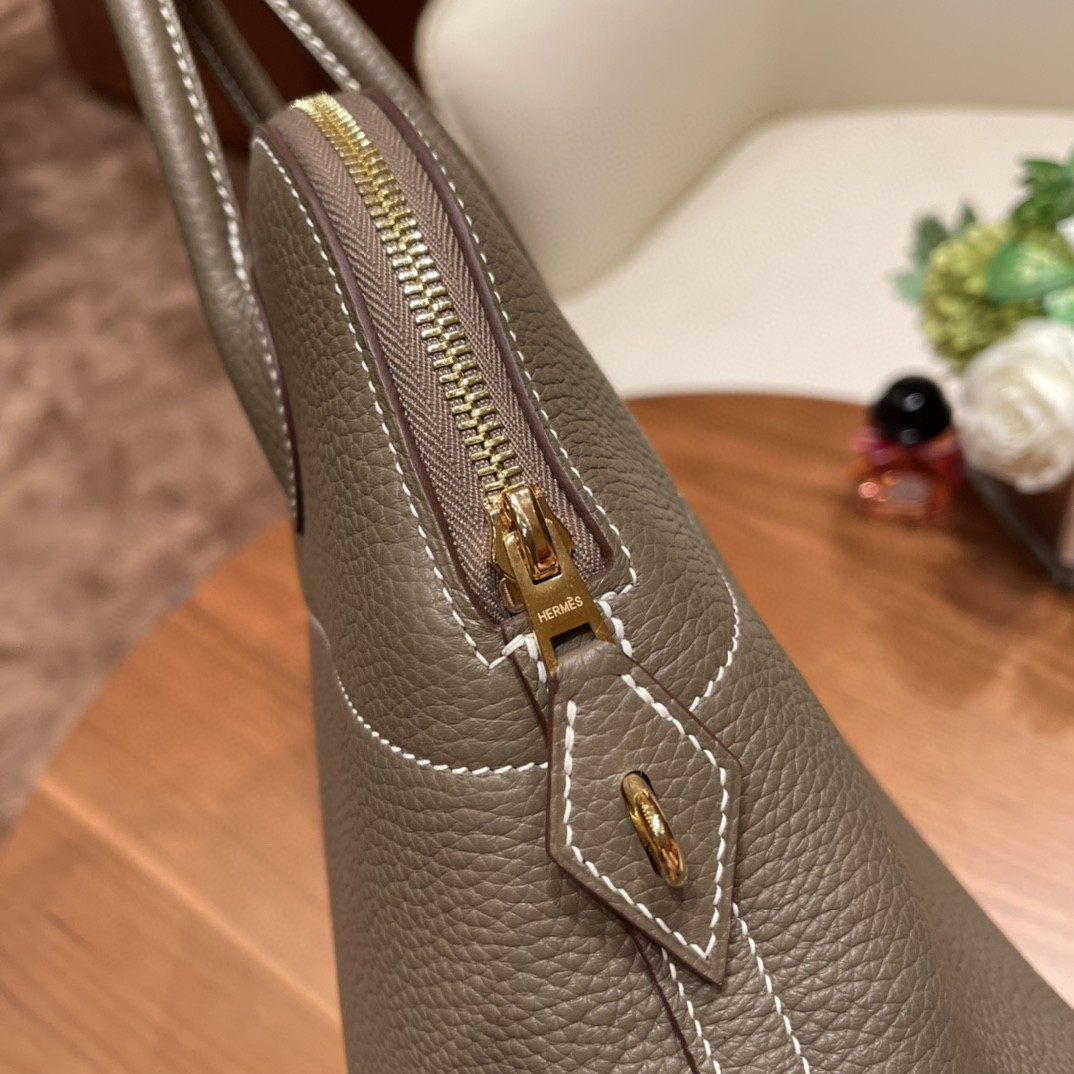 爱马仕 31 bolide 保龄球包 最典雅的包袋,H家第一款有拉链的包,安全感满满的 ,简洁,容量也不在话下  18 大象灰 金扣