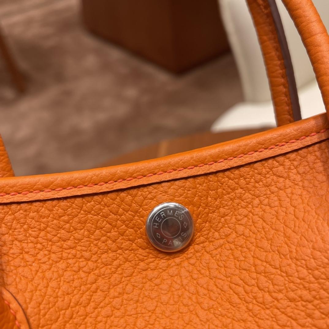 HERMES 爱马仕 Garden party /花园包  30 country 皮,耐用,容量可观,很适合通勤逛街又低调 93 橙色银扣