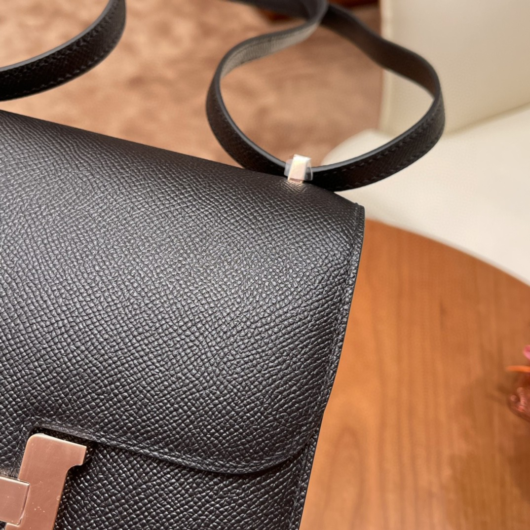 Hermes constance 康康包19 cm 小巧玲珑,大H标志极具个性, 出街旅游必备单品斜跨单肩,四季皆可搭配 89 黑色玫瑰 金扣