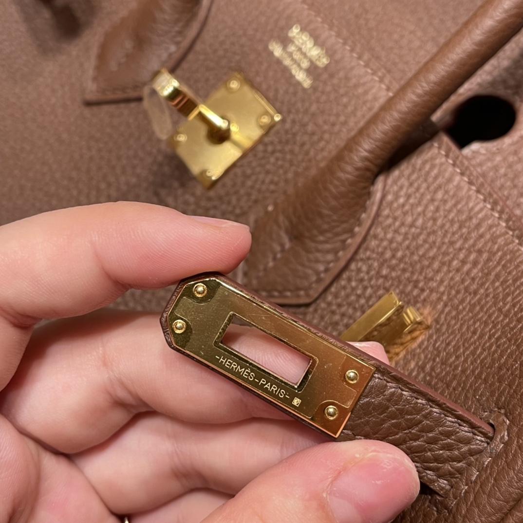 爱马仕官网 25birkin togo 经典款必备 ,稀有的牛颈纹路 清晰可见,每一只都是那么的独一无二 4H 可可色  金扣