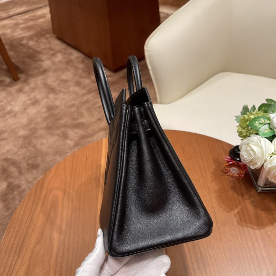 爱马仕 25cm shadow 幻影包 一款外表没有五金的幻影包,外观非常特别,把birkin 的元素都都用浮雕方式保留下了 swift 皮 89 黑色