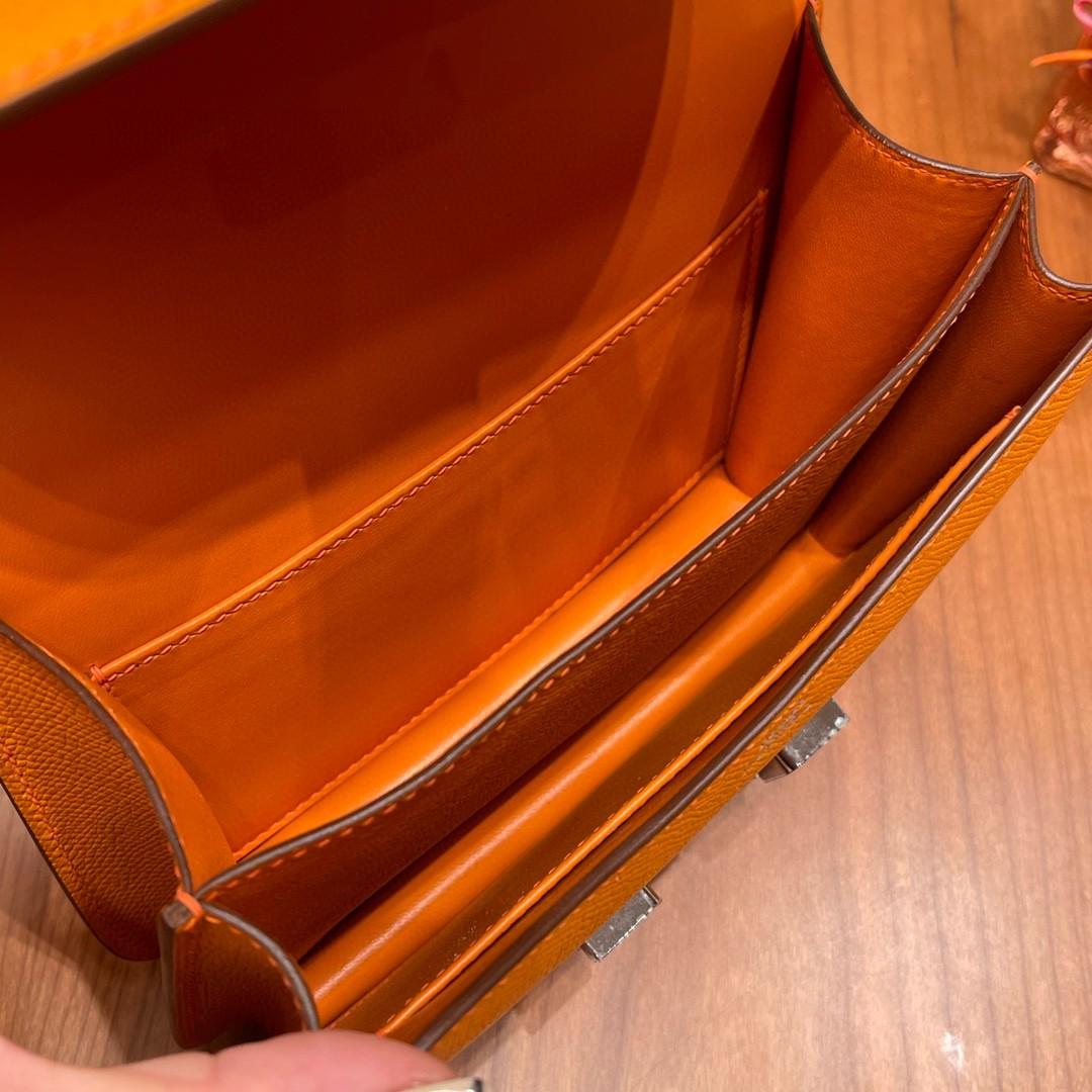 HERMES constance康康包19cm小巧玲珑,大H标志极具个性, 出街旅游必备单品 斜跨单肩,四季皆可搭配 i9杏黄银扣
