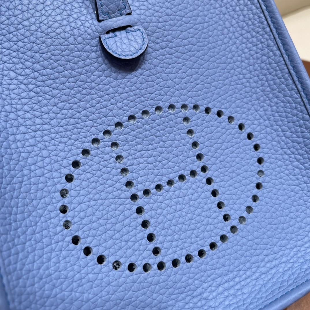 Hermes 爱马仕 Mini Evelyne  入门款 性比价超高款 的小包包  不限年龄,百搭时尚 Clemence皮 2T 天堂蓝 金扣银扣