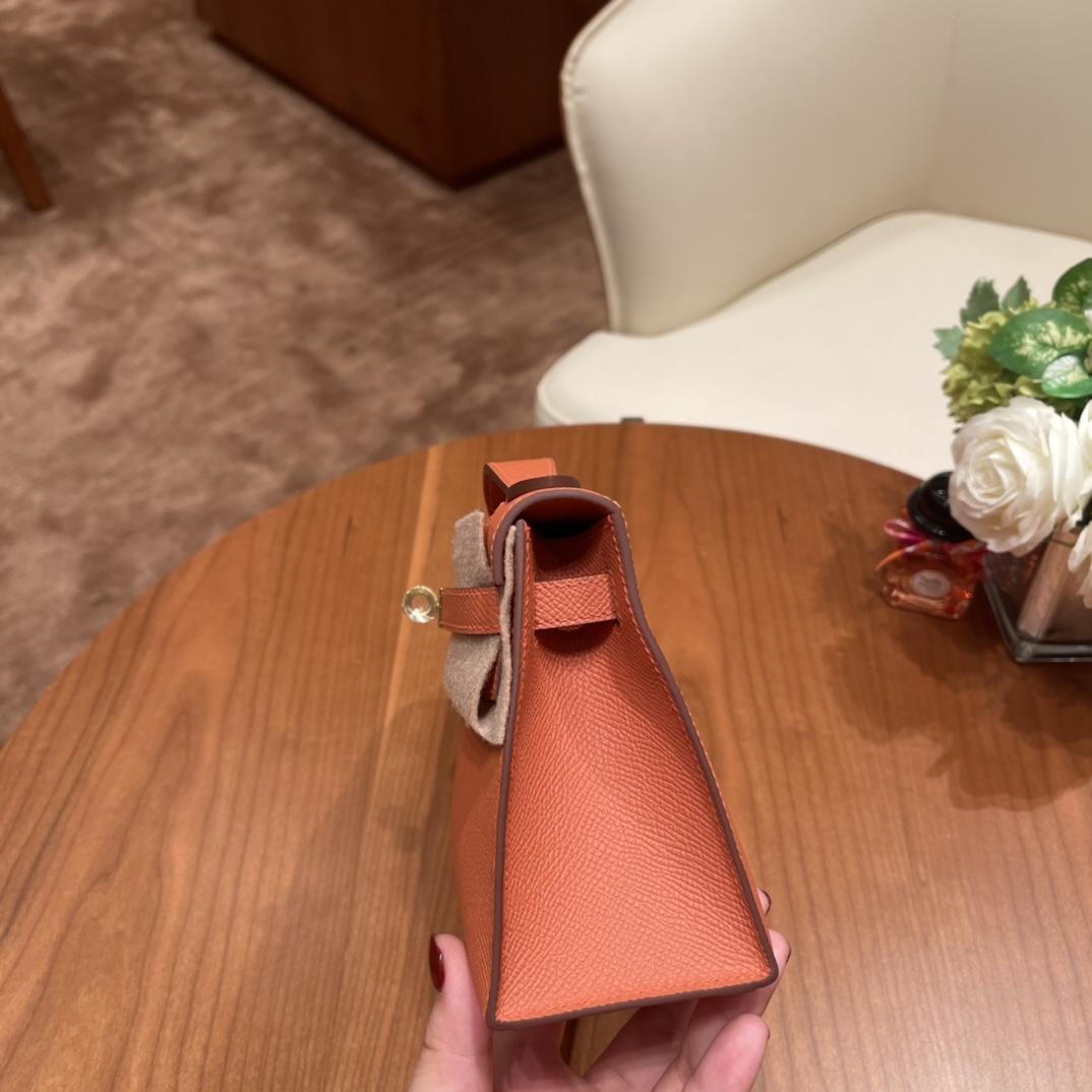 Hermes 香港爱马仕官网 Kelly pochette 一代手拿包 容量感人 满足日常出门所需~ Epsom 皮 3L 玫瑰粉 金扣