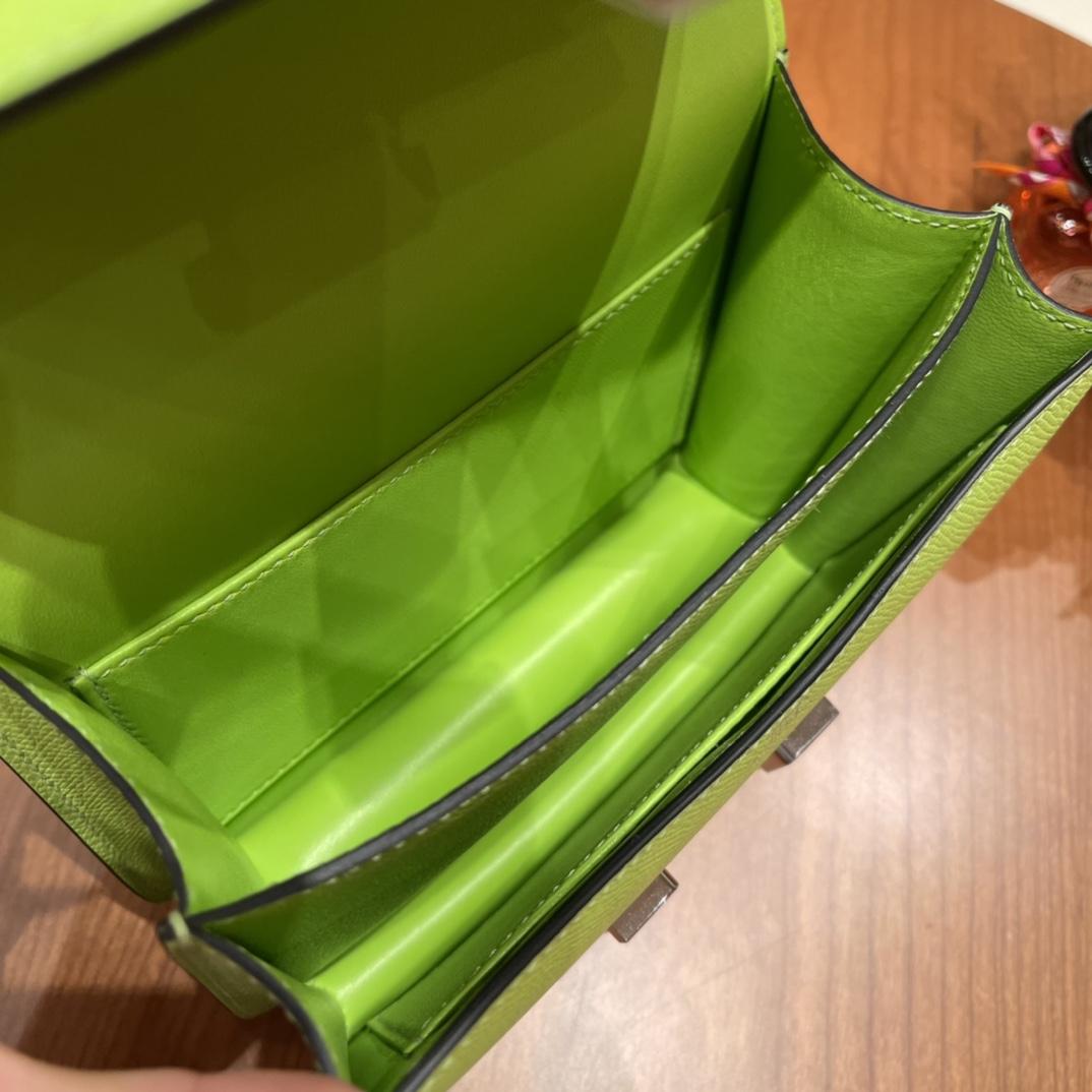 香港爱马仕官网 constance 康康包19 cm 大H标志极具个性 斜跨单肩,四季皆可搭配 6R 奇异果绿 银扣