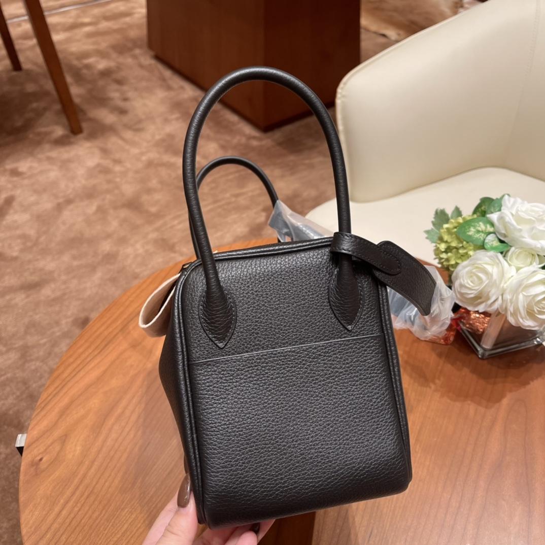 爱马仕官网 香港代购 26Lindy 大容量包包,通勤又日常 Clemence 皮  89 黑色 金扣