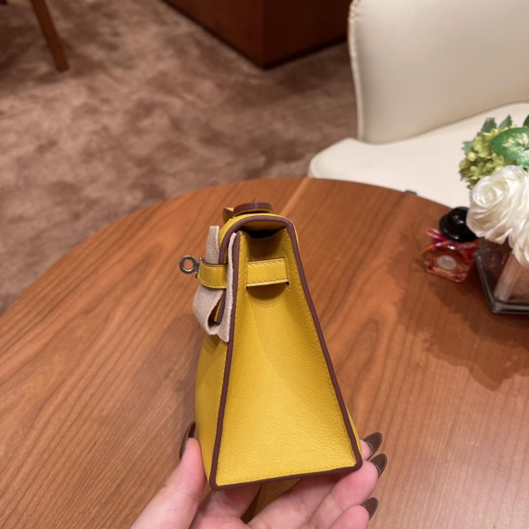 HERMES 爱马仕 Kelly pochette 一代晚宴包 使用率超高的手包,适合各种场合,易搭配 还可以配猪鼻子链子当小肩包 Swift 9D 琥珀黄 银扣