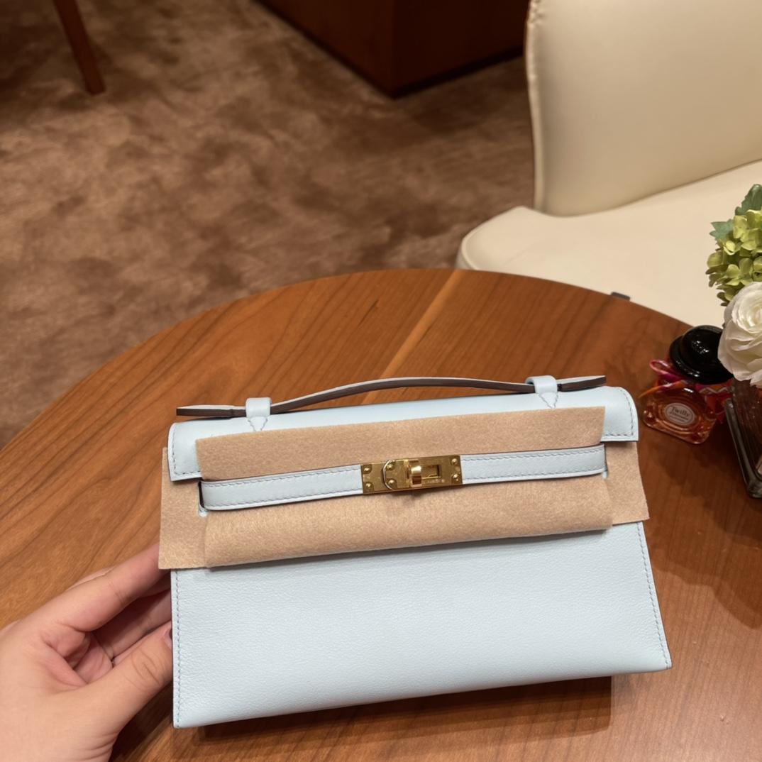 香港爱马仕 Kelly pochette 一代晚宴包 使用率超高的手包,适合各种场合,易搭配 还可以配猪鼻子链子当小肩包 Swift  T0 雾霾蓝 金扣